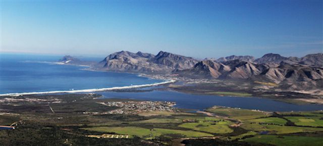 Walker Bay, just east of Cape Town (courtesy Hermanuswineroute.com)